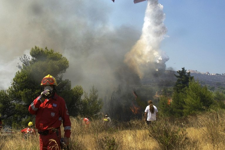 Will Greece stop the extension of forest fire until Friday 27?