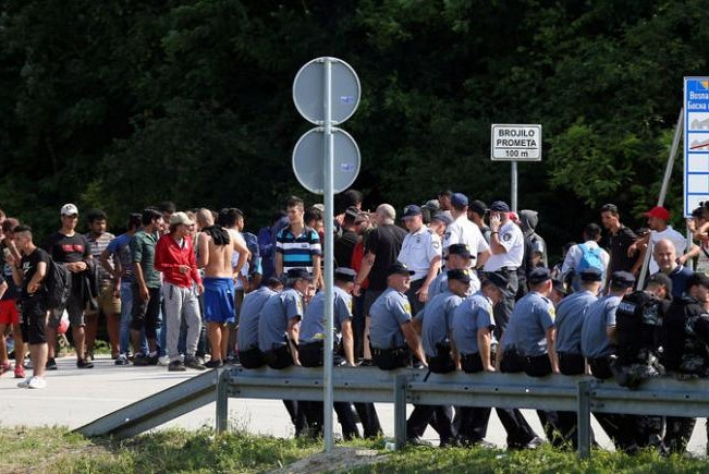 Will Bosnia have army at border to curb entry of migrants?